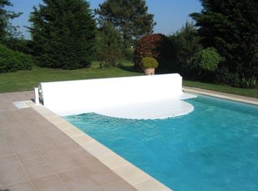 Couverture automatiques piscine aqua fermeture piscine for Fermeture piscine